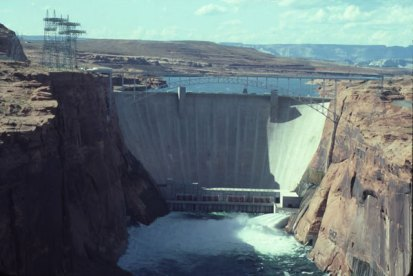 Glen Canyon Dam back in the day when the reservoir was nearly full
