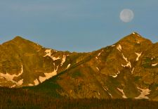Moon set over the Tenmile Range via The Summit County Citizens Voice