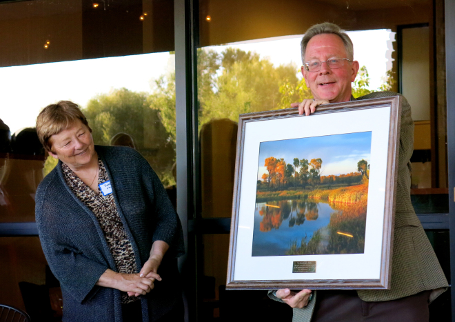 Justice Hobbs with wife Bobbie receives a photo from Rio de la Vista. Credit: Rio de la Vista