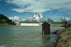 The Snake River, Jackson Lake Dam and the Teton Range. 1997 photo/Wikipedia