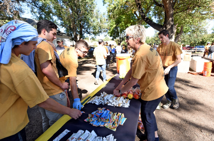 CC President Jill Tiefenthaler hands out snacks to volunteers. Photo via Colorado College.