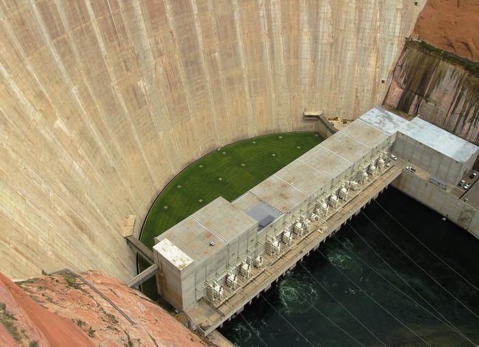 The generator building of Glen Canyon hydro power plant in Arizona via Wikimedia.