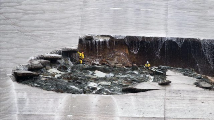 The spillway hole at the Oroville Dam site, via the Sacramento Bee